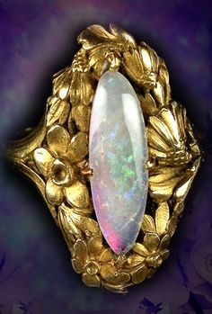 An Art Nouveau opal and 18K gold ring, French, 1890~1900s.