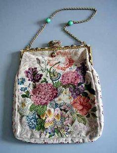 Старинные сумочки и кошельки.