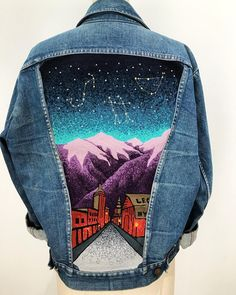 Another friendly reminder to sign up for our newsletter (link in profile) to be the first to know when our custom jacket orders are released! This one, designed and stitched by @danafalconberry for our last round of custom jackets, was made to represent Telluride, where our lovely client had lived for a while. She wanted other places that were important to her represented in the jacket as well, so we switched out some of the buildings on the street to mirror that. We can't wait to see what