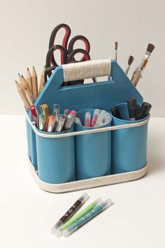 Organizing tools, brushes... upcycling cans and cardboard