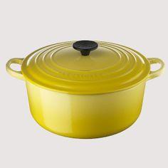 Keltainen emaloitu pyöreä valurautapata 207 €. Koko 4,2 l. Le Creuset, 2. krs.