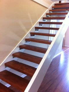 Modern Staircase Design Ideas - Surf pictures of modern stairs as well as find design as well as design ideas to influence your very own modern staircase remodel, consisting of distinct barriers and storage space . Open Stairs, Wood Stairs, Basement Stairs, Painted Stairs, Floating Staircase, Modern Staircase, Staircase Design, Spiral Staircases, Floating Shelves