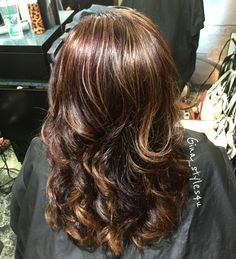 Fall hair colors. Mahogany red and chocolate brown with highlights balayage painted blonde curls healthy hair MilkshakeUSA milkshakehairproducts follow me on Instagram : Gina_styles4u