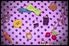Bianca Christofolletti usando Tiara Catavento, Brinco Cherry, Colar Biscoito, Anel Flower, Anel Flat Cupcake e Bolsa Classic Crossbody.