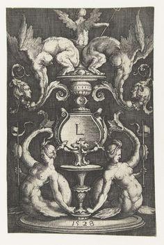 Lucas van Leyden | Ornament met twee sirenen, Lucas van Leyden, 1528 | Twee sirenen ter weerszijde van een kandelaber. Bovenop zit een gevleugelde figuur met een drietand, op de rug gezien, tussen twee sfinxen.