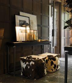 Verzelloni-Stylistin Antonella Frezza - home accessories - Dekor Labor Decorating Your Home, Interior Decorating, Interior Design, Modern Interior, Interior Architecture, Interior And Exterior, Cowhide Decor, Tadelakt, Dark Walls