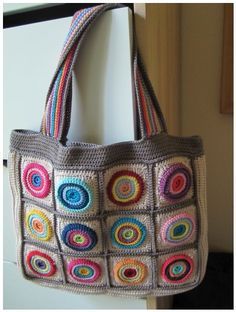 Blij dat ik brei - cool crochet bag with circle motifs