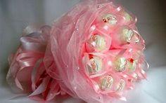 Букеты из конфет своими руками с пошаговыми фото Букет из конфет Рафаэлло и Ферреро Роше
