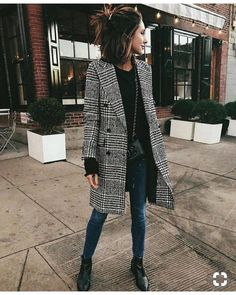 25 Street Style Outfit To Update You Wardrobe Today black and white checked peacoat with dark jeans and black booties. Visit Daily Dress Me at for more inspiration. Street Style Outfits, Looks Street Style, Mode Outfits, Fall Outfits, Fashion Outfits, Fashion Boots, Street Outfit, Casual Outfits For Winter, Winter Coat Outfits