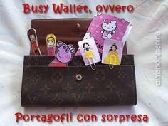 Busy wallet - portafogli con sorpresa per intrattenere i bambini in viaggio, al ristorante, in attesa dal dottore... DiManoInManina
