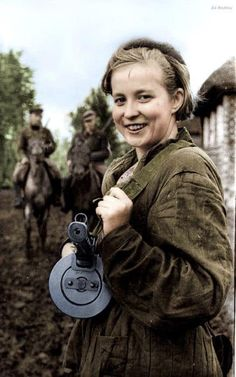 Color Photos of World War 2 Part 4 Ww2 Women, Military Women, Military History, Sun Tzu, War Photography, Female Soldier, Red Army, American Pride, Guerrilla