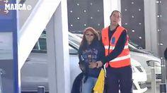 Barcelona: Piqué desata la locura de dos fanáticas azulgranas (VIDEO)
