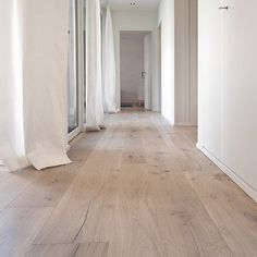 Haus # Fliesen Wohnzimmer Identification of good quality gardening supplies In general most of the g Rustic Wood Floors, Wood Parquet, Wooden Flooring, Laminate Flooring, Floor Design, House Design, Design Design, Modern Lake House, Modern Rustic Homes