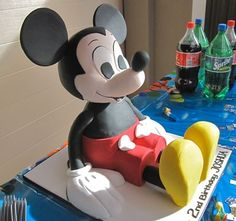Mickey Mouse-cake, Kara would LOVE this!
