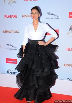 Bollywood glams up Filmfare Glamour & Style Awards 2015 red carpet