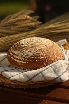 U nás na kopečku: Náš domácí kváskový chléb.... How To Make Bread, Pavlova, Side Dishes, Bakery, Rolls, Food And Drink, Cooking, Pickles, Hampers