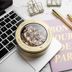 Get firmer, smoother and radiant looking skin with Elizabeth Arden's Advanced Ceramide Capsules Daily Youth Restoring Serum. Buy online from Kiana Beauty.