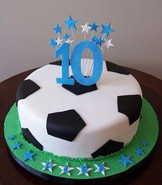 Just make football cake yourself- Fußball-Torte einfach selber machen Just make football cake yourself - Soccer Ball Cake, Soccer Party, Soccer Cakes, Soccer Birthday Cakes, 7th Birthday, Birthday Ideas, Pear And Almond Cake, Sport Cakes, Cookies Et Biscuits