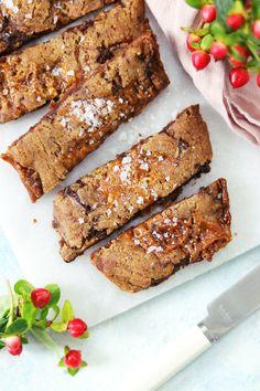 Pepparkakssnittar med kola & choklad – My Kitchen Stories Xmas Food, Christmas Sweets, Christmas Baking, Baking Recipes, Cake Recipes, Bakers Gonna Bake, Chocolate Caramels, Sweet Recipes, Food To Make