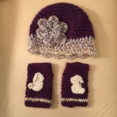 Hat and bunny fingerless gloves