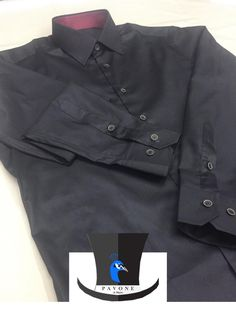 Τρικολίνα Αγγλίας (βαμβάκι). Γιακάς Ημι-Rex,Μανσέτα κοφτή. Κουμπί ξύλινο χρώματος μπλε σκούρο. Γαρνιτούρα μπορντό σε γιακά.
