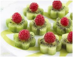 All it takes are kiwi slices and raspberries. cute flower snacks for kids