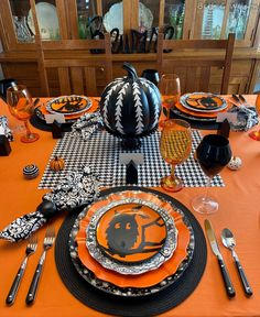 Halloween Kitchen, Halloween Items, Halloween Season, Holidays Halloween, Halloween Pumpkins, Happy Halloween, Halloween Town, Halloween 2020, White Pumpkin Centerpieces