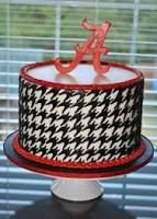 Yet another Alabama Houndstooth Cake!I cut each and every one of those little houndstooth shapes out of fondant! Alabama Birthday Cakes, Alabama Grooms Cake, Alabama Cakes, Beautiful Cakes, Amazing Cakes, Sport Cakes, Holiday Cakes, Alabama Crimson Tide, Roll Tide