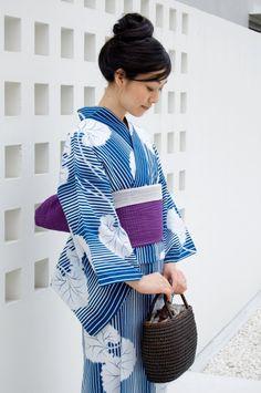 (yukata) Kimono for Summer Kimono Japan, Yukata Kimono, Blue Kimono, Summer Kimono, Kimono Fabric, Kimono Style, Japanese Yukata, Japanese Outfits, Japanese Girl
