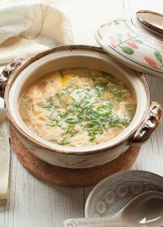 """""""Zosui (雑炊), or ojiya (おじや), is a rice soup or a Japanese version of congee. Rice is cooked in a flavoured soup with vegetables, egg and sometimes meat or fish. It is often made using the soup from the hot pot to wrap up with a wonderful meal. Japanese Soup, Japanese Rice, Japanese Dishes, Easy Japanese Recipes, Asian Recipes, Soup Recipes, Cooking Recipes, Cooking Games, Cooking Classes"""