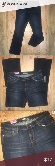 """Old Navy 'the flirt' size 10R bootcut jeans Old Navy bootcut 'the flirt' jeans. Size 10 regular, dark wash color. Has a bit of stretch to them. 85% cotton, 13% polyester and 2% spandex. 16"""" across waist. 9"""" rise. 31"""" inseam. No trades, offers welcome! Old Navy Jeans Boot Cut"""