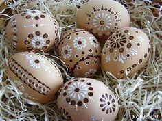 Egg Crafts, Easter Crafts, Diy And Crafts, Easter Ideas, Easter Traditions, Egg Art, All Holidays, Egg Decorating, Easter Wreaths