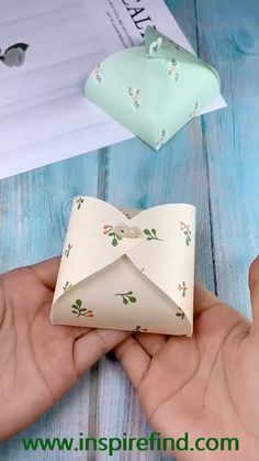 The small paper box origami tutorial is very suitable for small gifts. The folding method is very simple. After reading the tutorial, you can easily fold out the small paper box. diy gift How to make a gift box? Diy Crafts Hacks, Diy Crafts For Gifts, Diy Home Crafts, Diy Arts And Crafts, Diy Crafts For Birthday, Simple Crafts, Foam Crafts, Garden Crafts, Easy Gifts