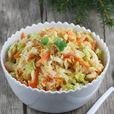 Super prosta do zrobienia i smaczna surówka z kapusty pekińskiej. To świetny i sprawdzony przepis na surówkę z kapusty pekińskiej do obiadu. Możesz ją robić cały rok. Smakuje dzieciom i jest bardzo zdrowa. Side Dish Recipes, Side Dishes, Coleslaw, Cheddar, Pasta Salad, Cabbage, Grains, Salads, Food Porn