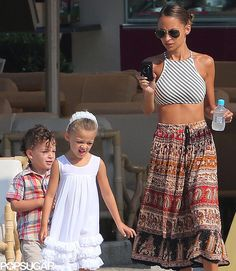 ae7cb5bf5e61 Nicole Richie snapped photos of her kids