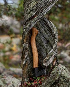 "14 tykkäystä, 1 kommenttia - Miika Juntunen (@miikajuntu) Instagramissa: ""My axe restoration project. I got the axe head from my father and the shaft is made of birch, from…"""
