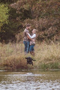 Oklahoma Fall Engagement Photography Session with their hunting dog by Hibben Photography