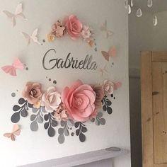 Questo set di fiore di carta di 10 fiori di carta grande unico + 6 fogli di carta + 6 farfalle di carta coprirà circa 45 w X 45 h //110cm:110cm spazio. Esso comprende: • 2 //5cm = 4 Rose extra-small • 5 //13cm = 4 fiori di Ortensia grande • 6 //15cm = 2 small Garden Rose • 7 //18cm = 3