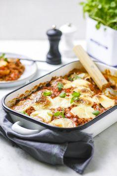 Een overheerlijke moussaka met tomatenpassata, gehakt en aardappelen., die maak je met dit recept. Smakelijk!