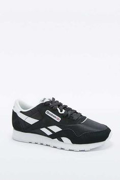 d4ddac17a29539 Reebok Classic Black and White Trainers Noir Et Blanc
