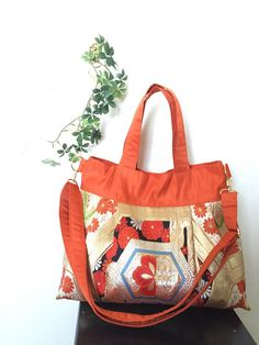 The beautiful flower pattern antqiue Obi turned to a beautiful pleated tote bag !! Pretty roomy, you can bring anything you like! You can use this tote bag as a diaper bag as well!! It has the adjustable strap which is removable. The lining is also made of silk obi. Bag ; Wide (top)