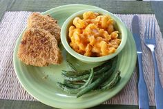 This all-natural and better-for-ya mac and cheese #recipe has a secret #healthy ingredient in it ... carrots!