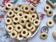 Linecké cukroví ze špaldové mouky | Vůně vanilky Cookies, Food, Crack Crackers, Biscuits, Essen, Meals, Cookie Recipes, Yemek, Cookie