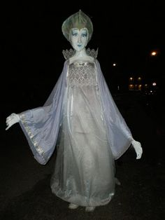 giant snow queen puppet, Puppet credit to Jacquie Rolston   (find more giant puppets and puppet inspiration at wppuppet.com)