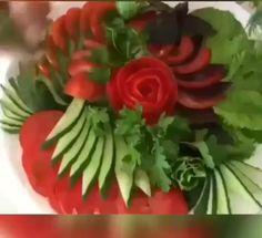 Easy Food Art, Creative Food Art, Diy Food, Amazing Food Decoration, Amazing Food Art, Cakes That Look Like Food, Deco Fruit, Vegetable Decoration, Fancy Salads
