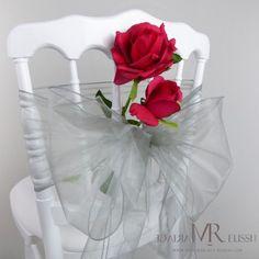 Nœud de chaise argenté et fausse rose rouge