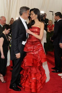 Met Ball George Clooney and wife Amal Clooney, who wore a dress by Maison Margiela Couture. Amal Clooney, George Clooney, Lorraine Schwartz, Amal Alamuddin Style, Stylish Couple, Fashion Couple, Women's Fashion, Fashion Styles, High Fashion