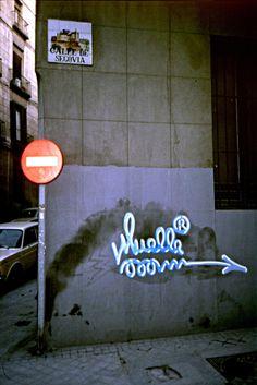 71. Muelle c/ Segovia de Madrid. Foto de Manuel J. Fernández Street Art Graffiti, Madrid, Neon Signs, Random, Memes, Goal, Boat Dock, Paint, Art