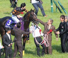 連覇を果たしたキタサンブラックと武豊騎手を迎える北島三郎