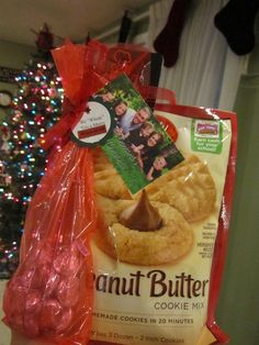 """""""We WHISK you a Merry KISS-MAS"""" Are you looking for a fun idea to give your neighbors or teachers for Christmas… but budget friendly? Well a few weeks ago at Albertsons I was able to get these Betty Crocker Cookie mixes FREE with coupons, and the bag of Kisses for $.50 a bag. So all …"""